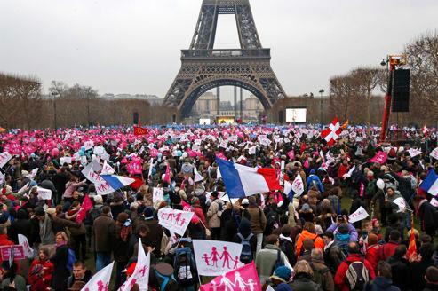 """PARIS: MULTITUDINARIA MANIFESTACIÓN CONTRA EL """"MATRIMONIO"""" HOMOSEXUAL"""