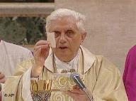 Demandan al Papa Benedicto XVl